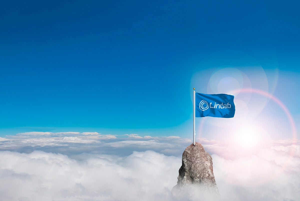 Lindab_Mountain_peak_flag_ORIGINAL2.jpg