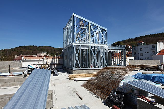 The lightweight steel constuction is very favourable when it comes to increasing vertical density.